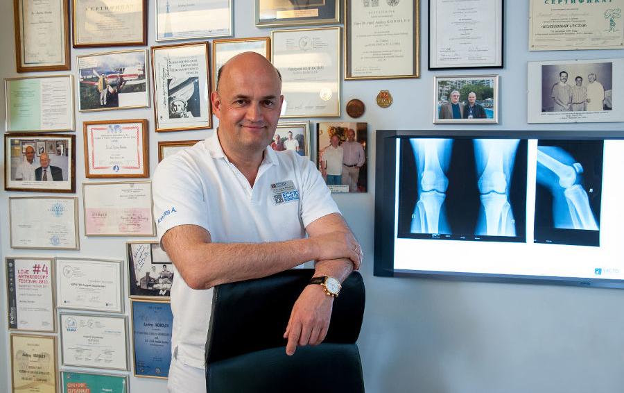 Профессор Андрей Королев – доктор медицинских наук, хирург-ортопед-травматолог, главный врач и медицинский директор ECSTO
