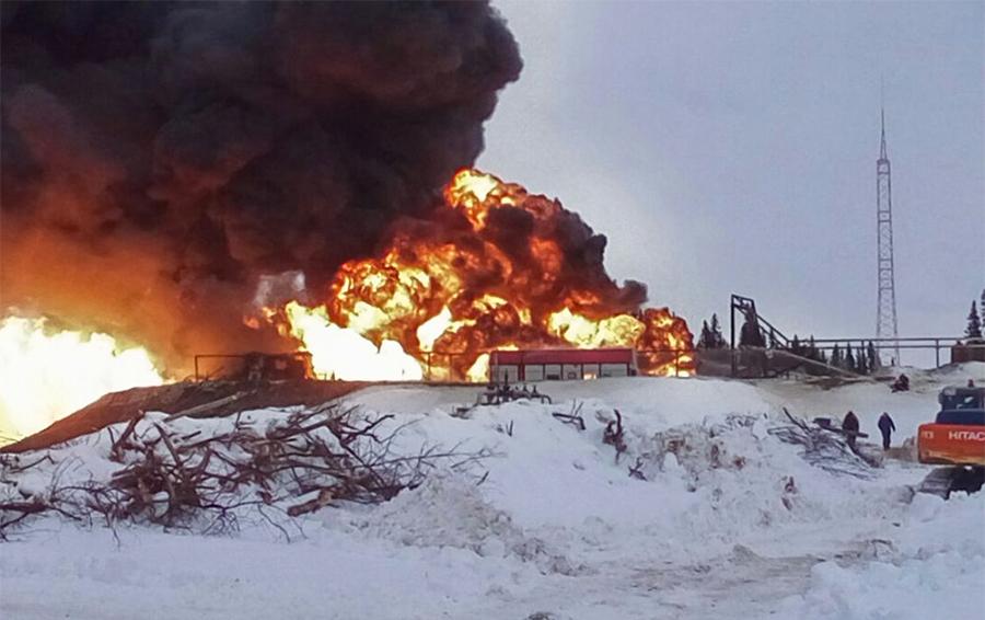 Пожар на нефтяной скважине на месторождении имени Алабушина.