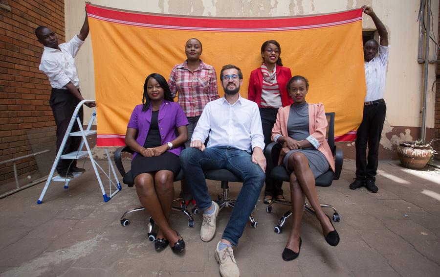 Михаил Ляпин с сотрудницами AfrikaLoan