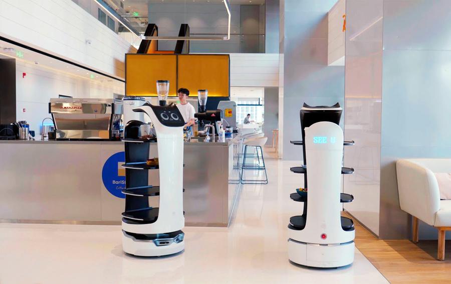 Китайская компания PuduTech показала BellaBot — робота-официанта.