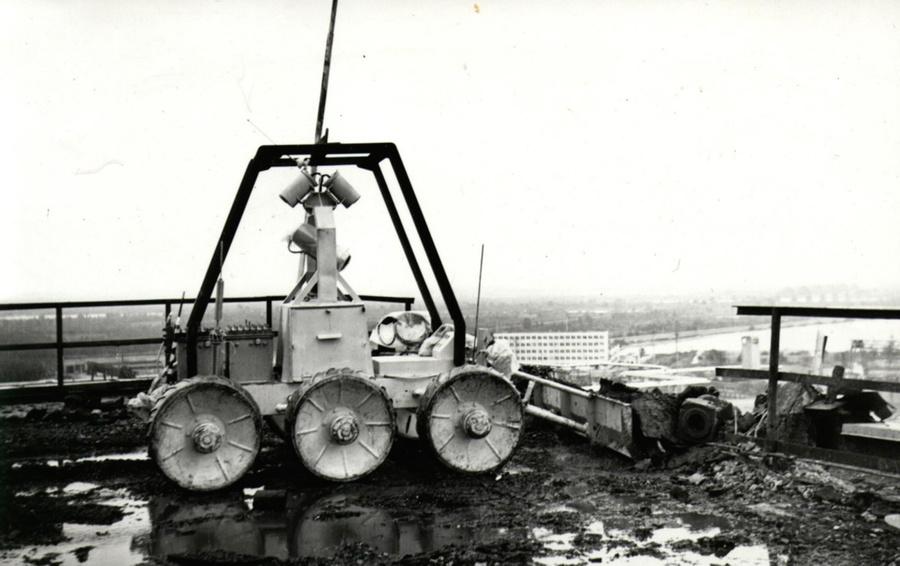 Робот STR-1
