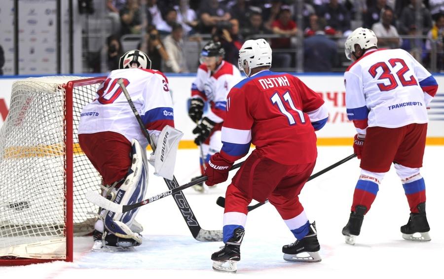 Владимир Путин на матче Ночной хоккейной лиги