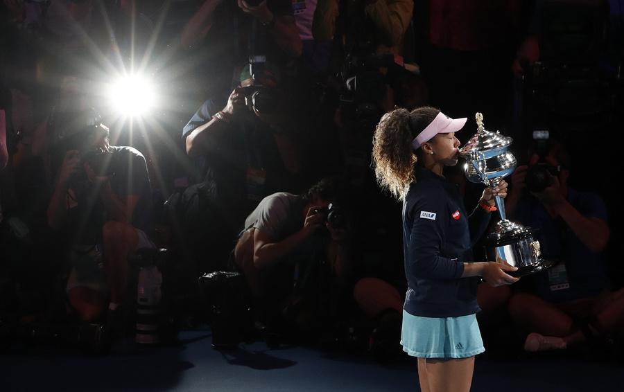 Новая теннисная звезда Наоми Осака выиграла два турнира Большого шлема подряд и возглавила мировой рейтинг