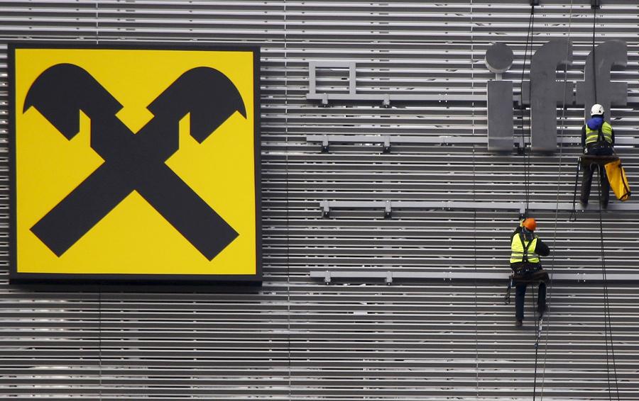 Акции Raiffeisen Bank International упали на10% после расследования оботмывании денежных средств