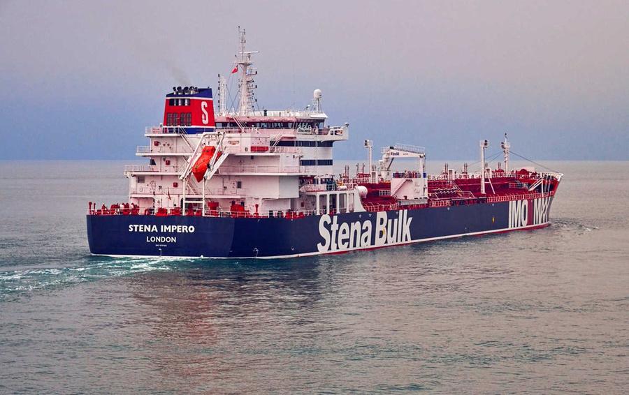 На задержанном Ираном танкере оказались россияне