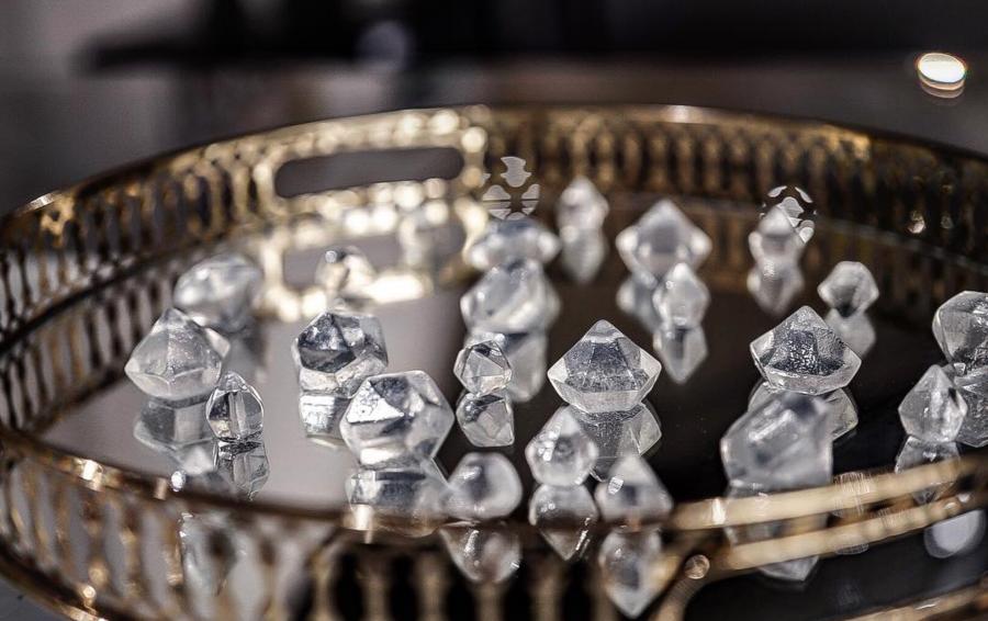 Съедобные «бриллианты» со вкусом пина колады, которые Багал создал для Vogue
