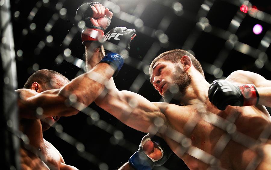 Хабиб Нурмагомедов не будет драться на турнире UFC в Москве: он готовится к бою, который имеет все шансы стать самым кассовым в истории ММА, — против Конора Макгрегора