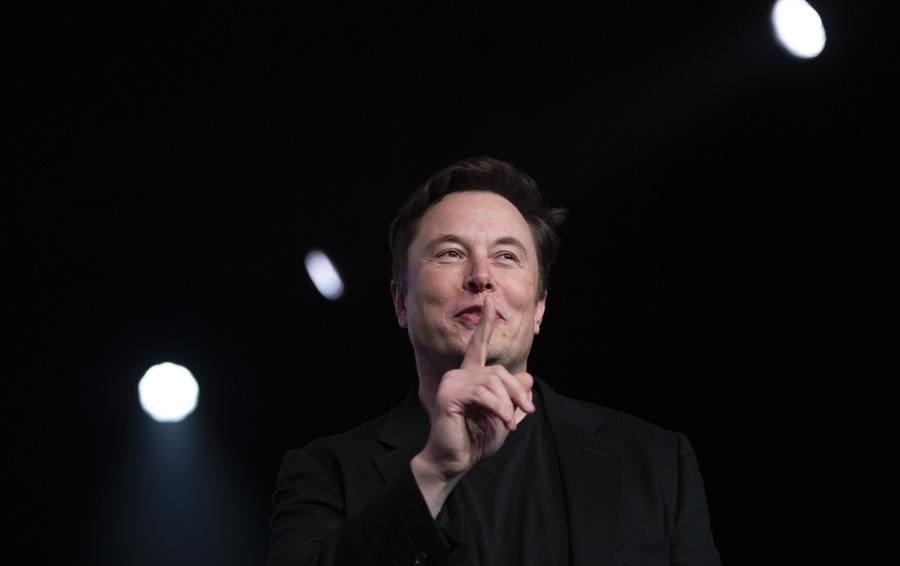 Крыша от Маска: Tesla начнет продавать черепицу с солнечными батареями в Европе