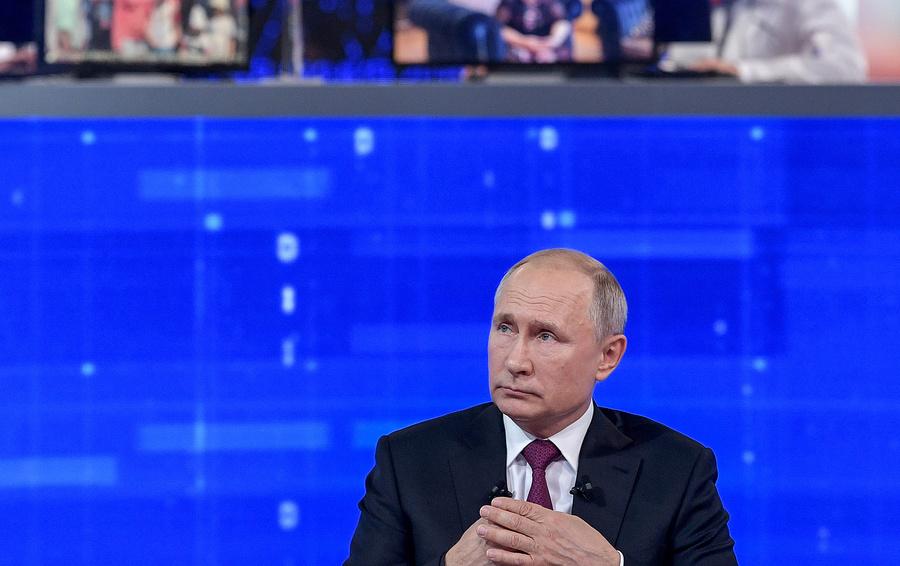 «При Брежневе было много чего другого». Как Путин отвечал на острые вопросы