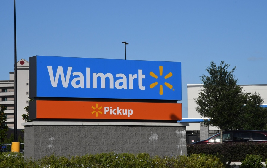 Пожар на миллионы долларов: Walmart подал в суд на Tesla из-за загоревшихся солнечных батарей