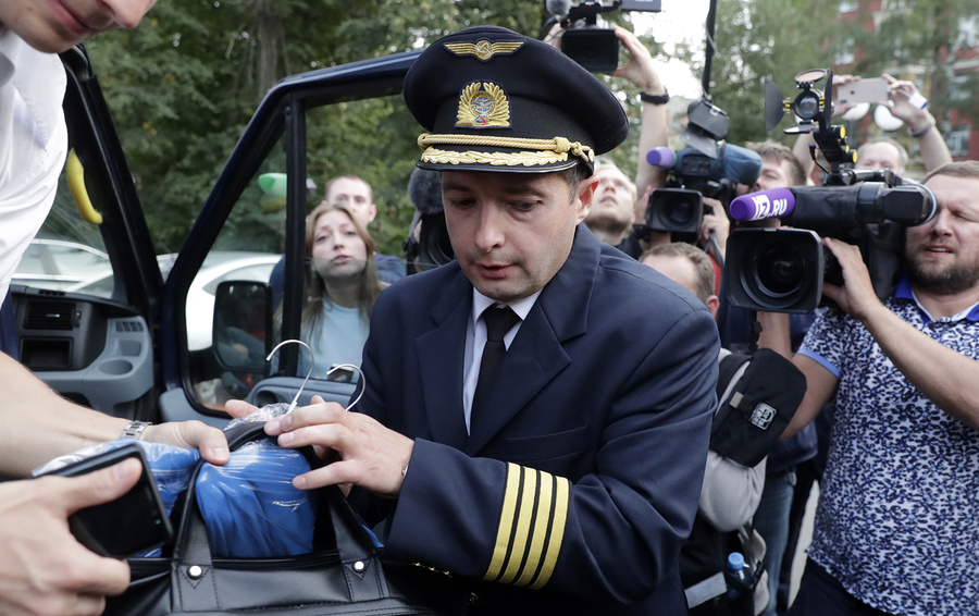 Командир самолета Airbus А321 Дамир Юсупов