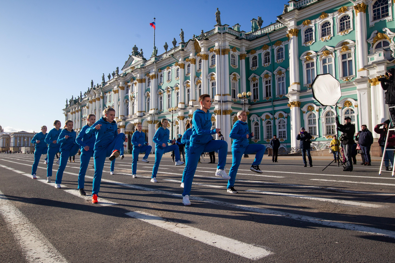 Тренировка женской команды на улицах Петербурга