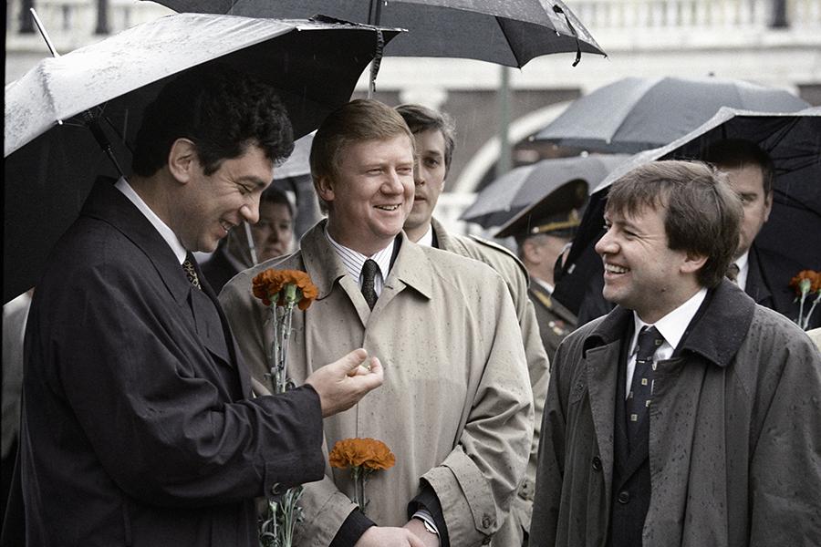Май 1997-го. Борис Немцов, Анатолий Чубайс и Валентин Юмашев за год до кризиса